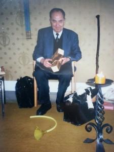Elmar Gruber in einem seiner zahlreichen Vorträge mit seinen Symbolen
