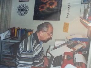 Bei der Arbeit zu einem neuen Buch in seinem Büro im Elternhaus