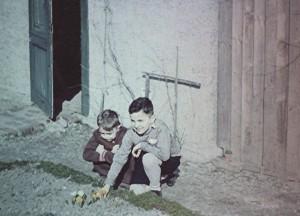 Kindheitsbild, rechts sein drei Jahre älterer Bruder Gerhard